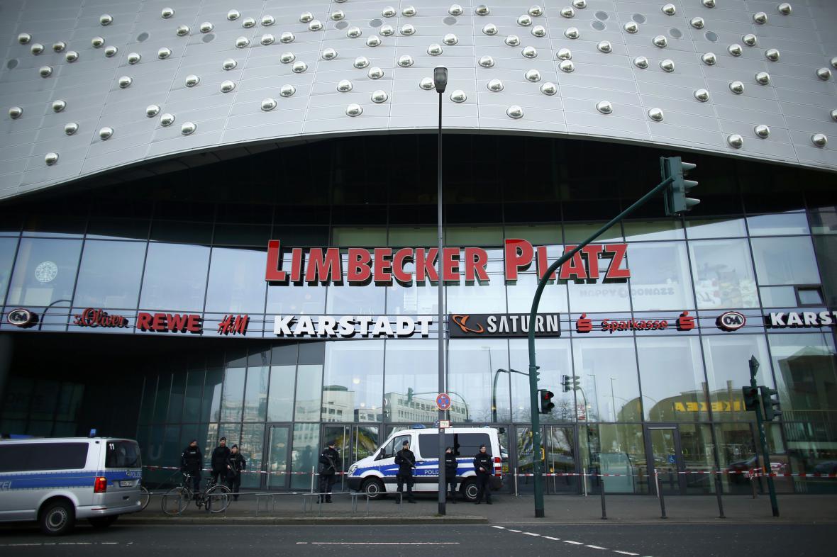 Policie uzavřela centrum Limbecker Platz v Essenu