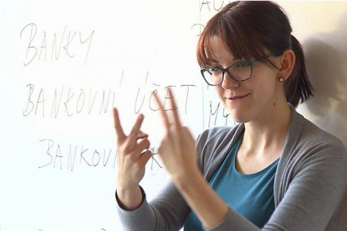 Tlumočnice do znakového jazyka