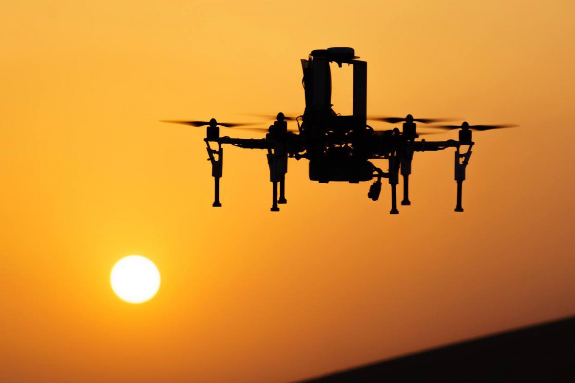 Český dron v poušti