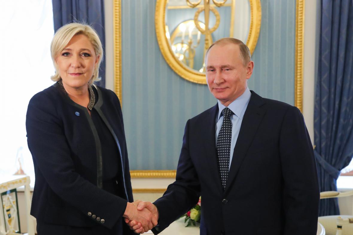 Marine Le Penová a Vladimir Putin