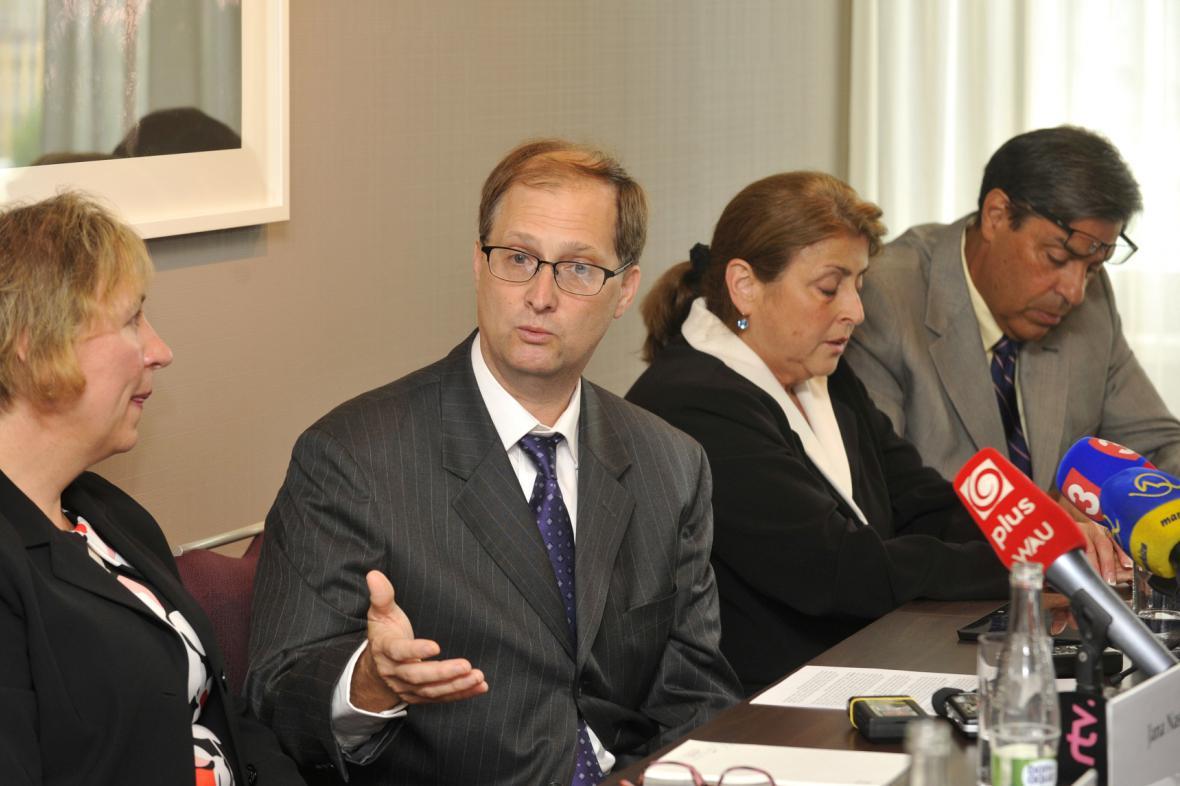 Dědicové Jana Antonína Bati Jana Nashová, John Nash a Maria Bata Barrosová a její manžel Tony Barros