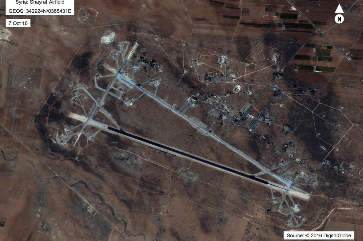 Zasažená letecká základna v Sýrii