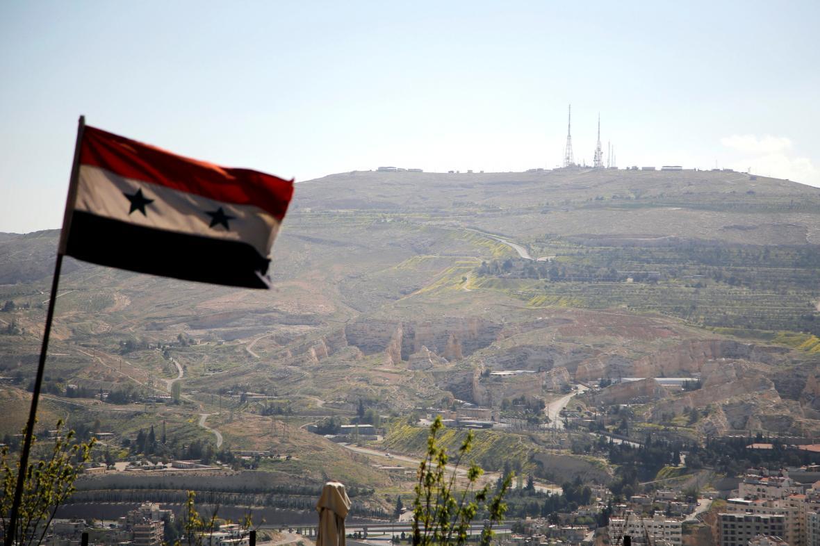Syrská vlajka nad Damaškem