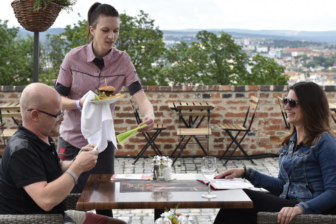Letní zahrádky v Brně mají nová pravdila