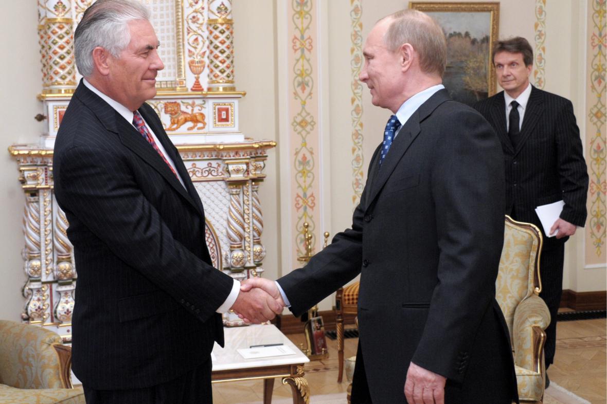 Setkání s Putinem v roce 2012, kdy byl Tillerson generálním ředitelem ExxonMobil