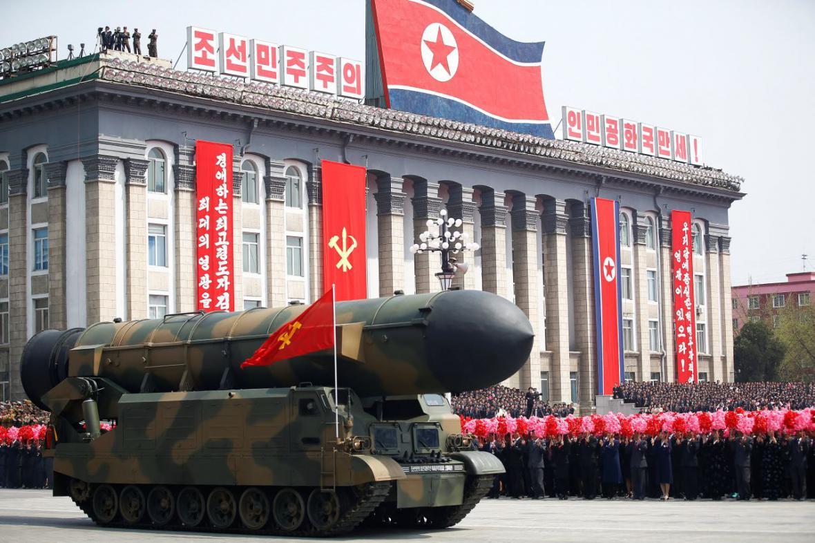 V Severní Koreji se konají oslavy 105. výročí narození Kim Ir-sena