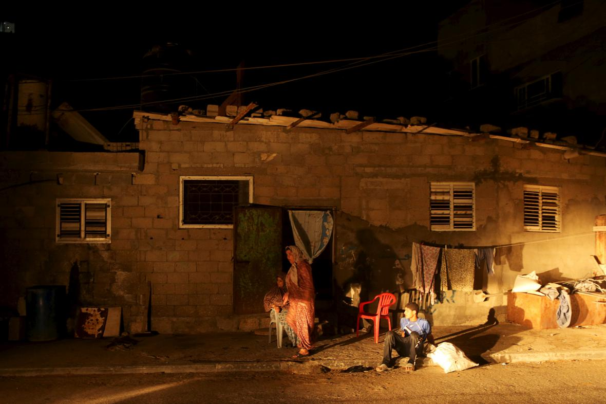 Obyvatelé Gazy při odstávkách elektřiny