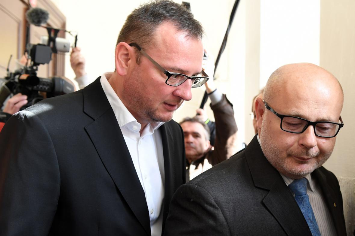 Bývalý premiér Petr Nečas (vlevo) a bývalý ředitel zneužití Vojenského zpravodajství Ondrej Páleník (vpravo)