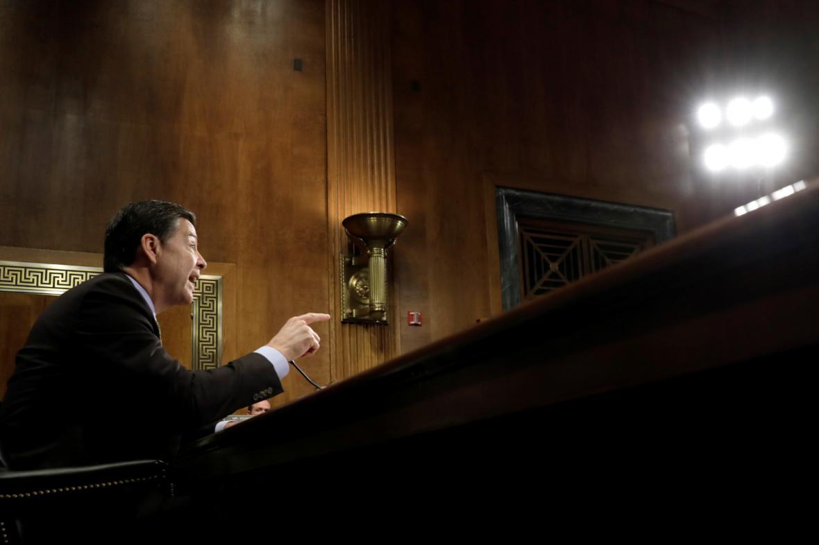 James Comey při slyšení před senátním výborem