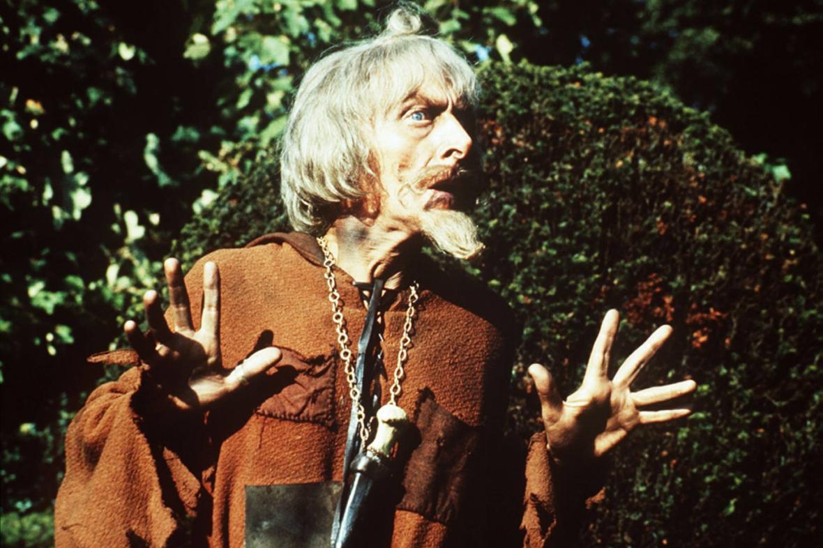 Geoffrey Bayldon jako Čáryfuk