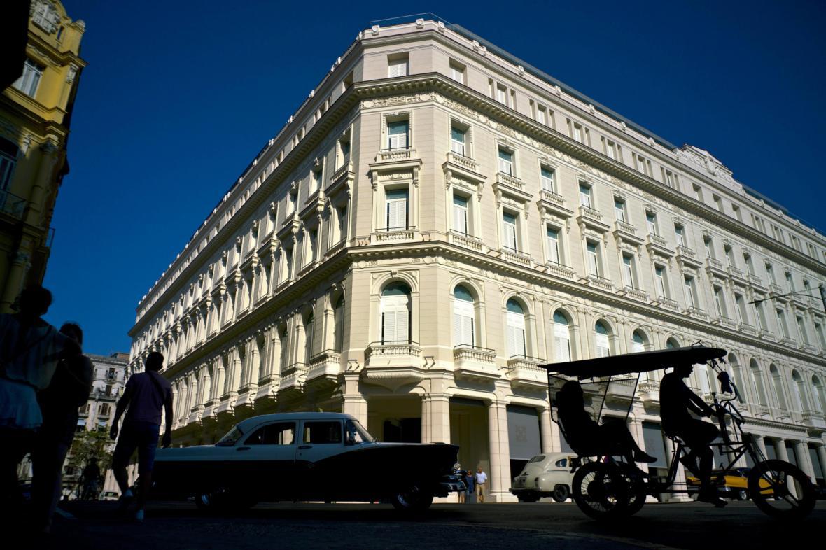Pětihvězdičkový hotel, jehož součástí je nákupní centrum