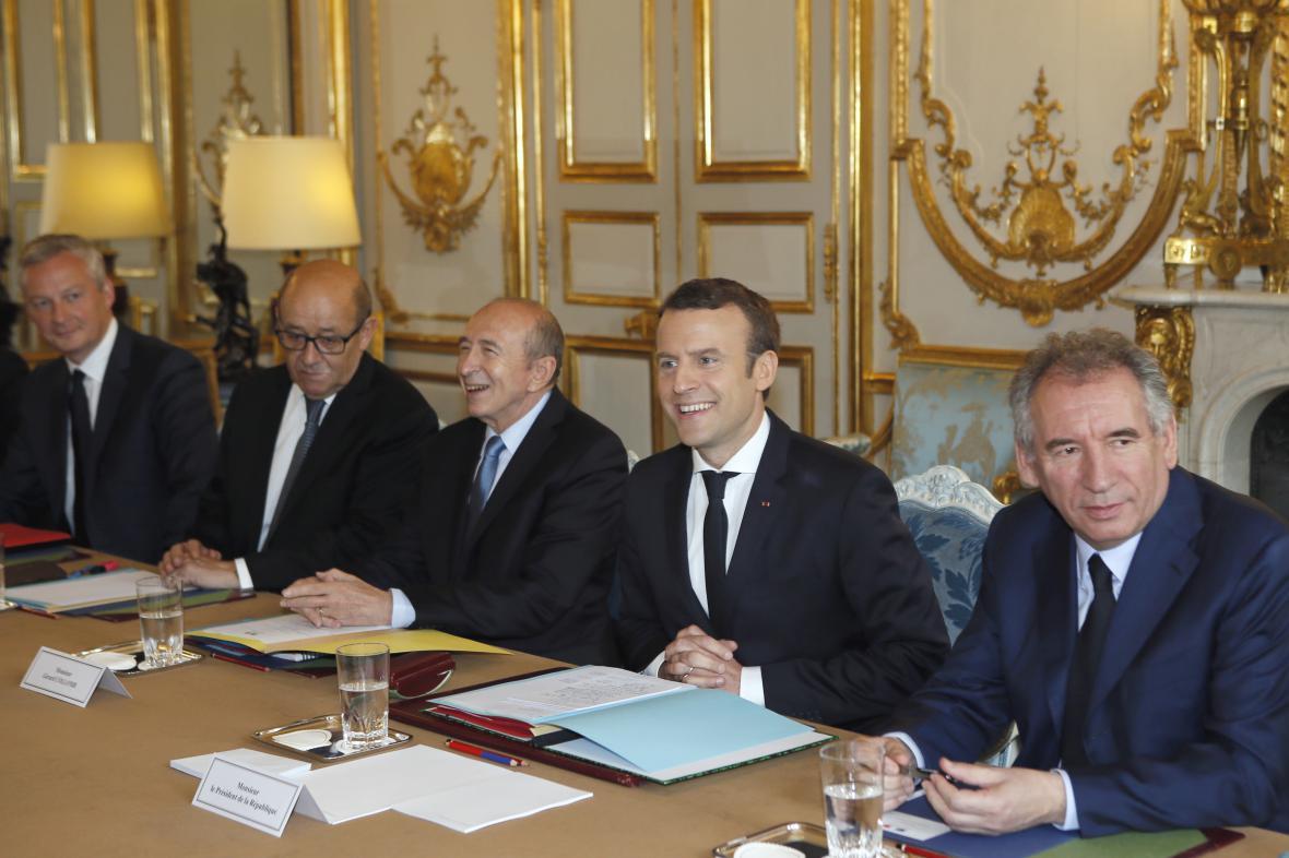 První zasedání nové vlády Francie