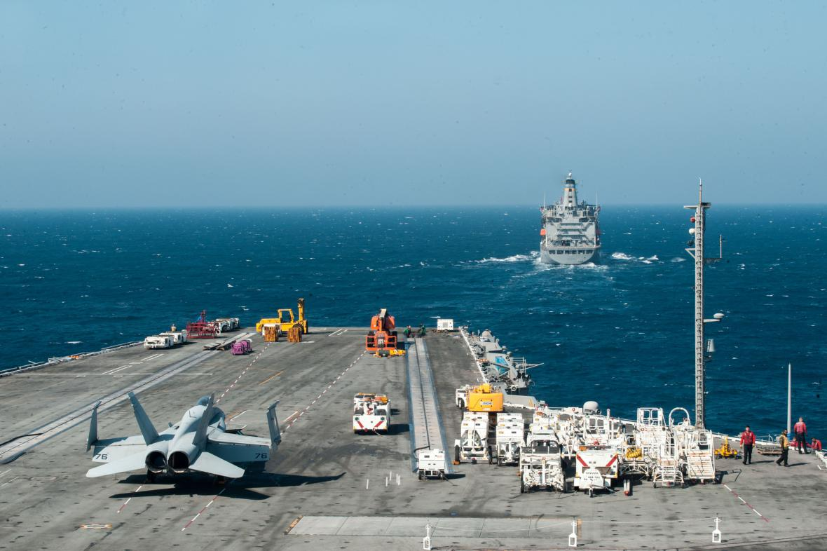 Letadlová loď USS Ronald Reagan míří do oblasti Korejského poloostrova
