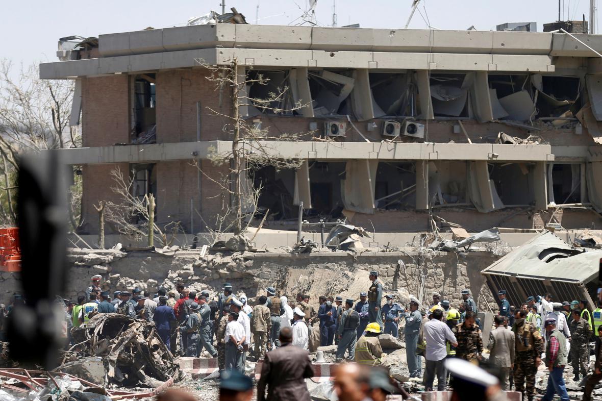 Útok na diplomatickou čtvrt v Kábulu má už 150 obětí