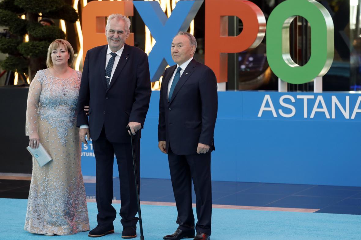 Zahájení výstavy Expo: Miloš Zeman s chotí a kazašským prezidentem Nazarbajevem