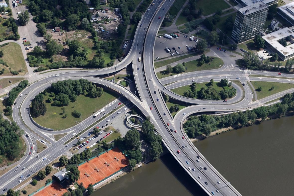 Křižovatka Pelc-Tyrolka