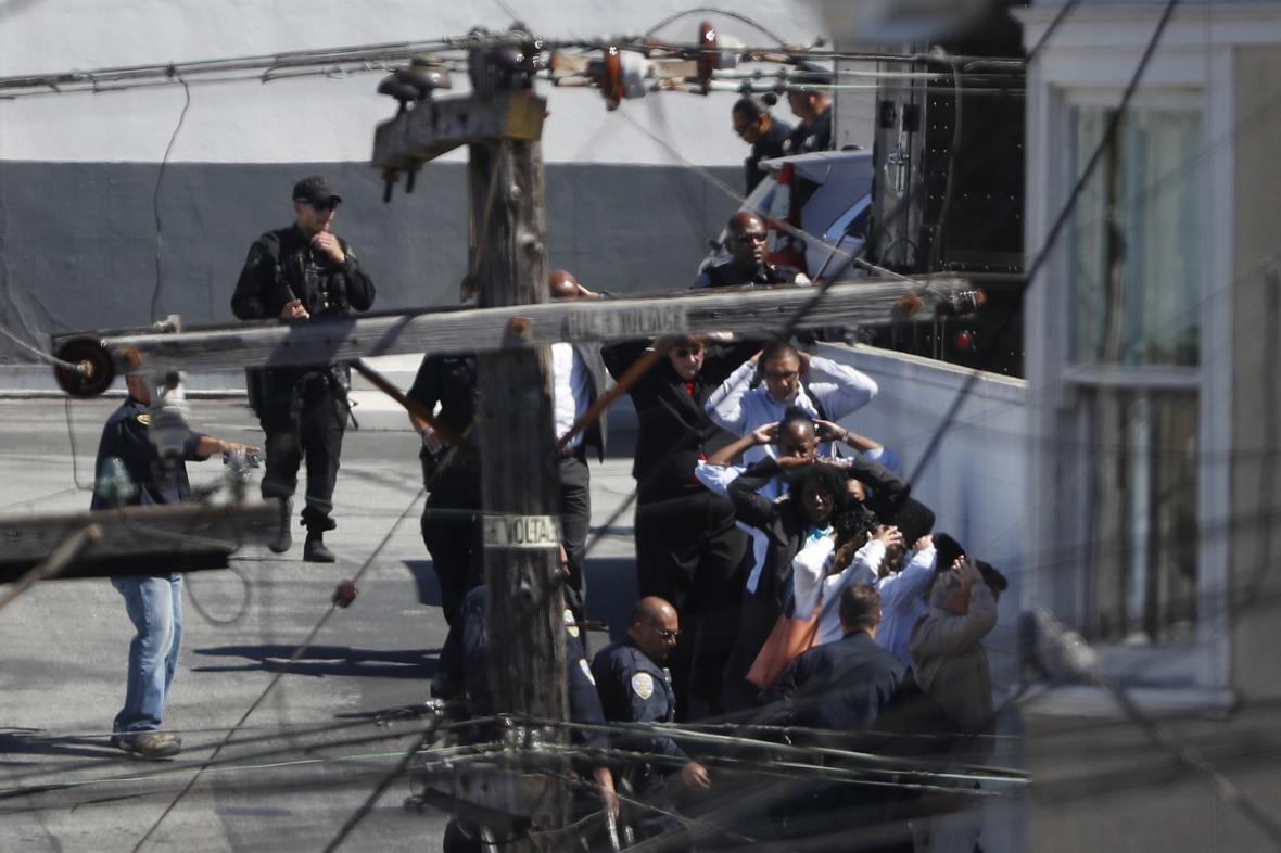Policie evakuuje zaměstnance společnosti UPS