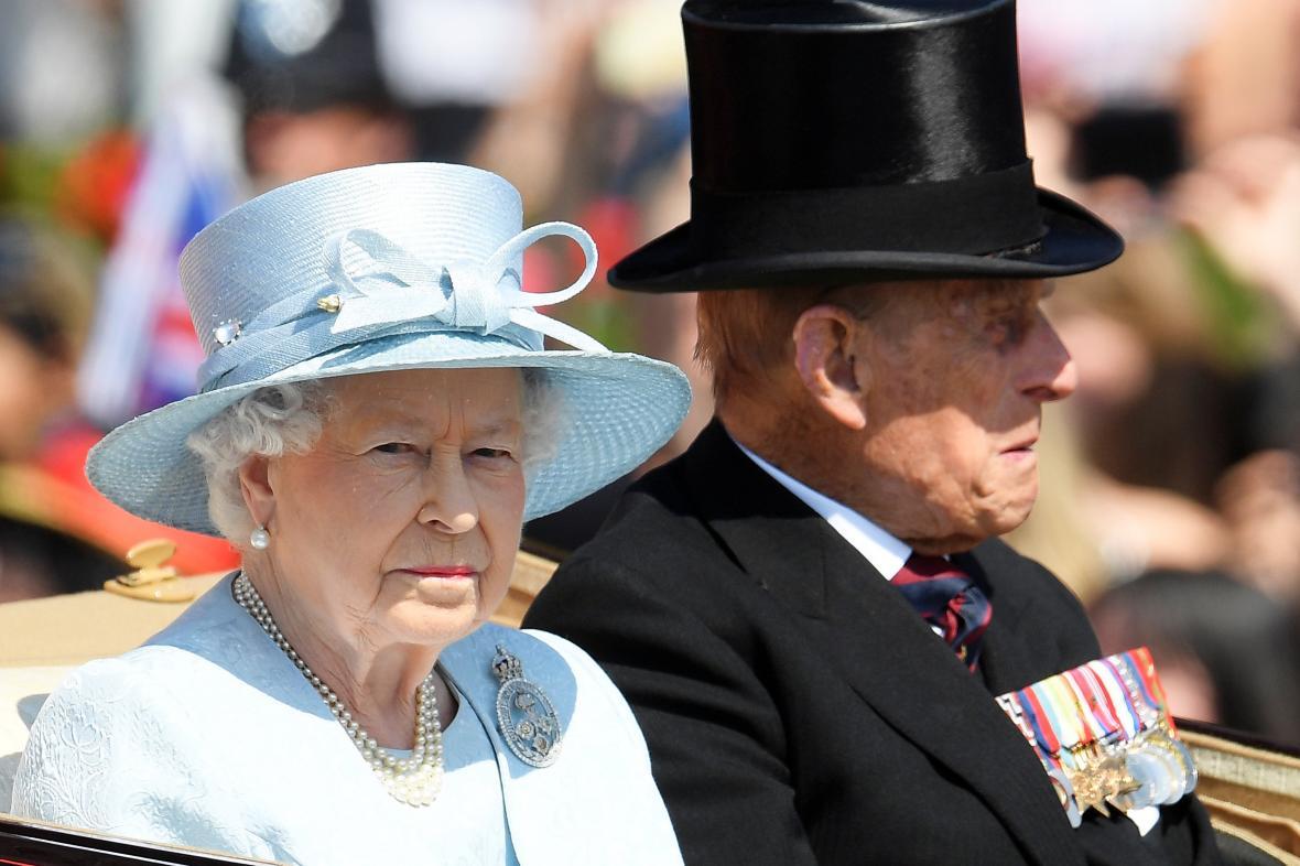 Alžběta II. a princ Filip během oficiálních oslav královniných narozenin