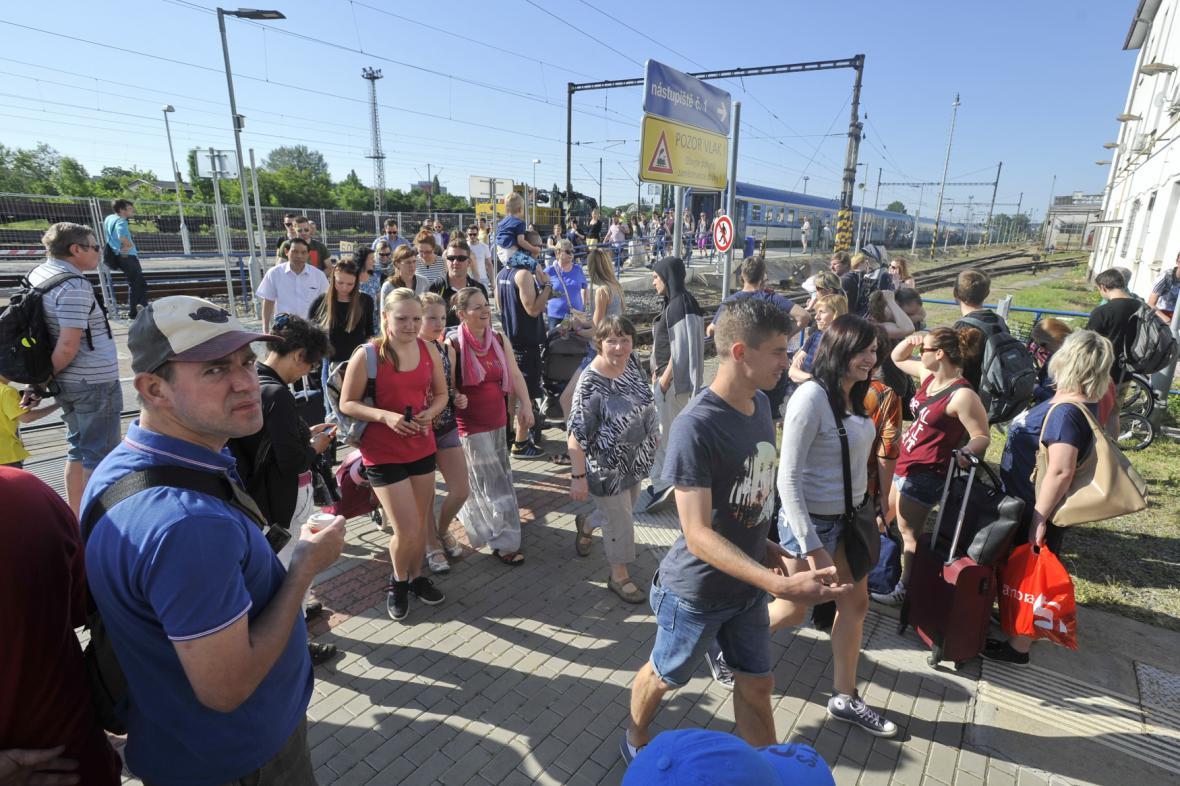 Cestující na brněnském dolním nádraží