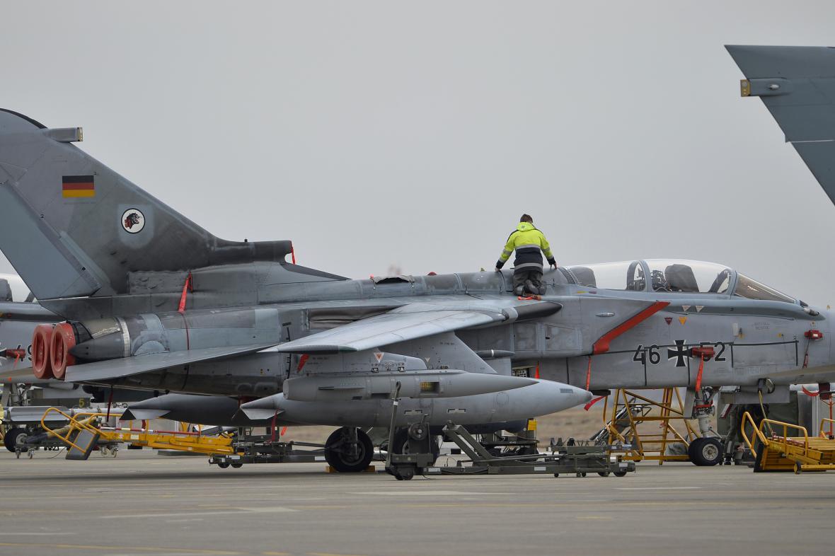 Německý letoun Tornado na základně v Icirliku