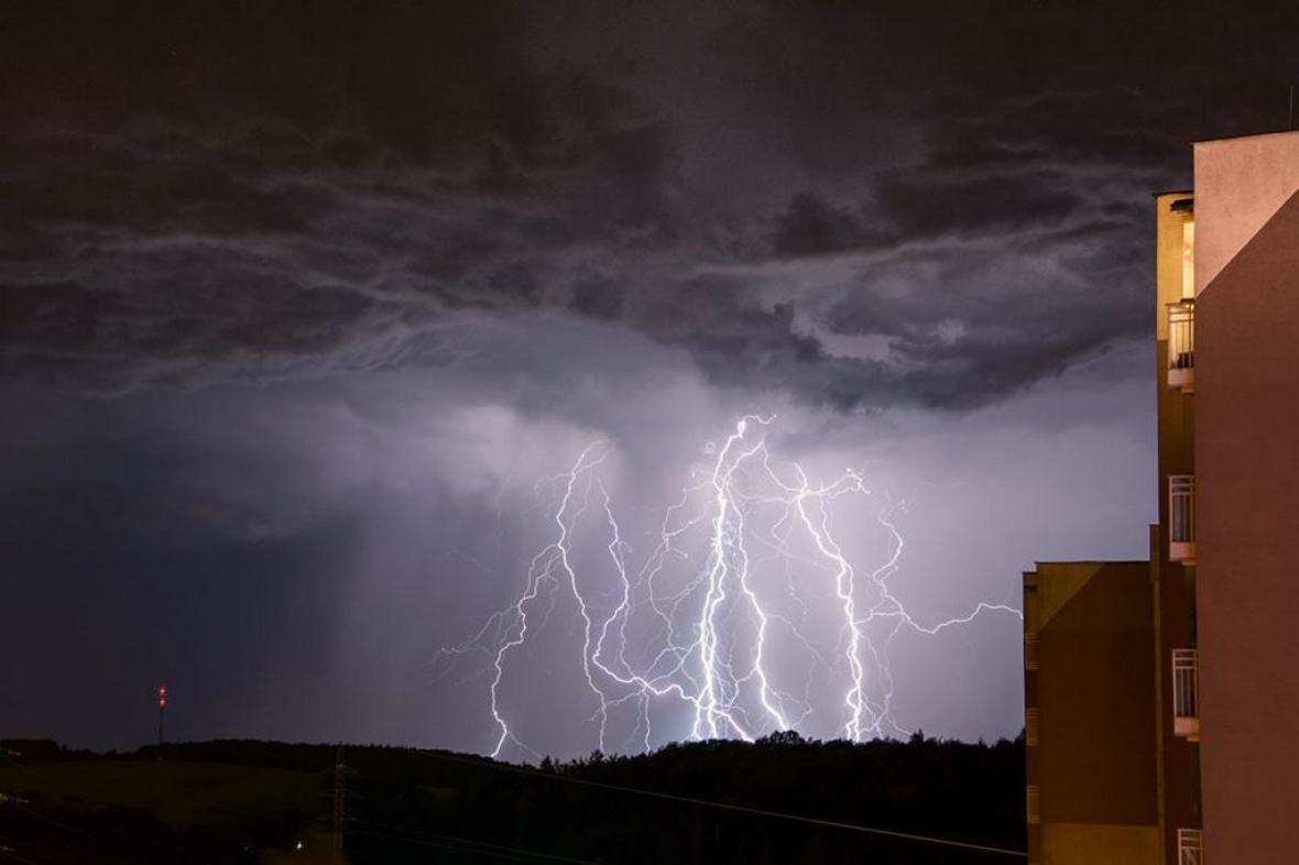 Noční oblohu nad Ostravou-Porubou