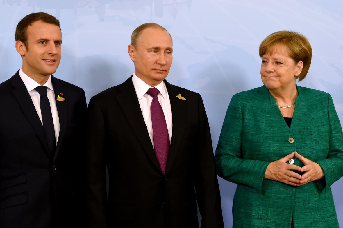 Emmanuel Macron, Vladimir Putin, Angela Merkelová