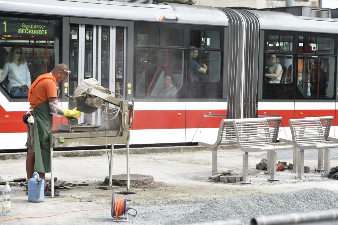 Rekonstrukce nástupišť tramvají v Brně