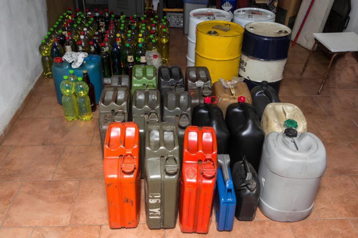 Pohonné hmoty ze skladu Čepro podle policie kradli čtyři muži