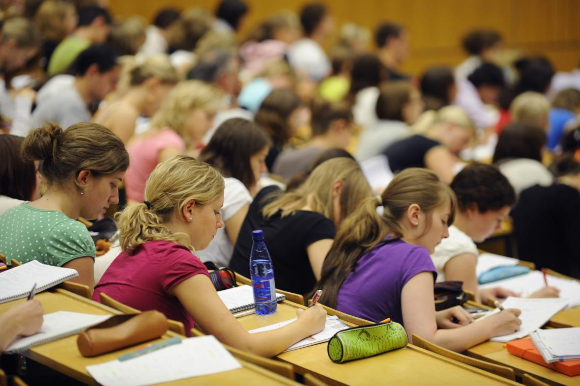 Studenti vysokých škol. Ilustrační foto