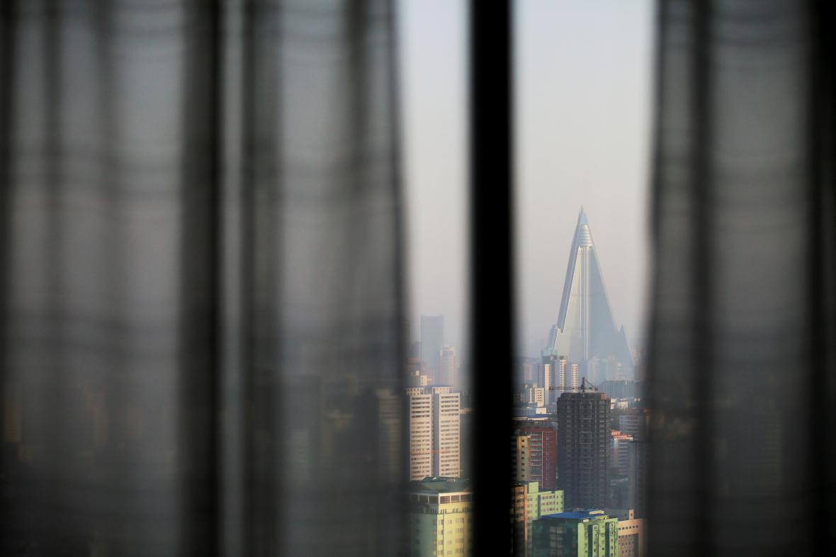 Snímek Pchjongjangu pořízený z hotelového pokoje