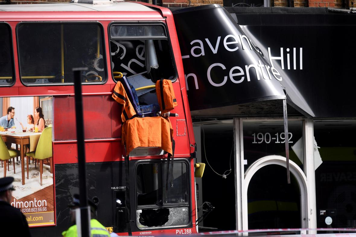 Nehoda autobusu v centru Londýna