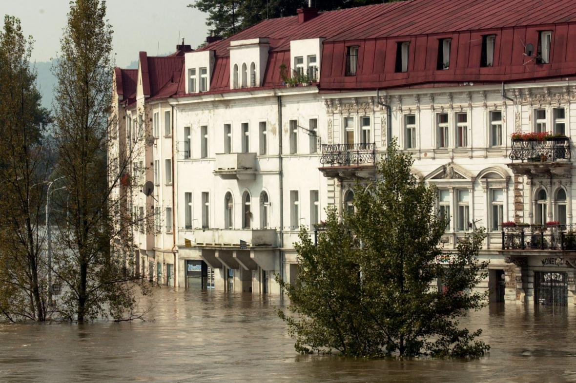 Zatopené nábřeží v Děčíně 17. srpna 2002