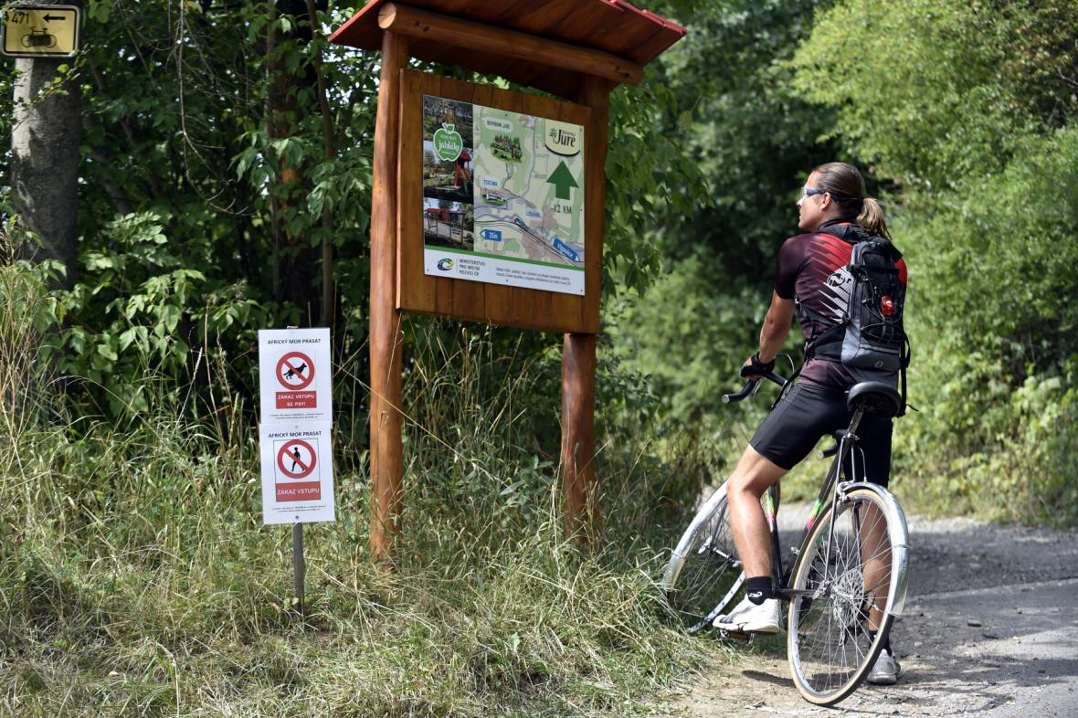 Cedule zakazující vstup do lesa