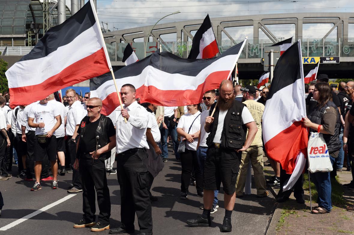 Pochod neonacistů v Berlíně na výročí úmrtí Rudolfa Hesse