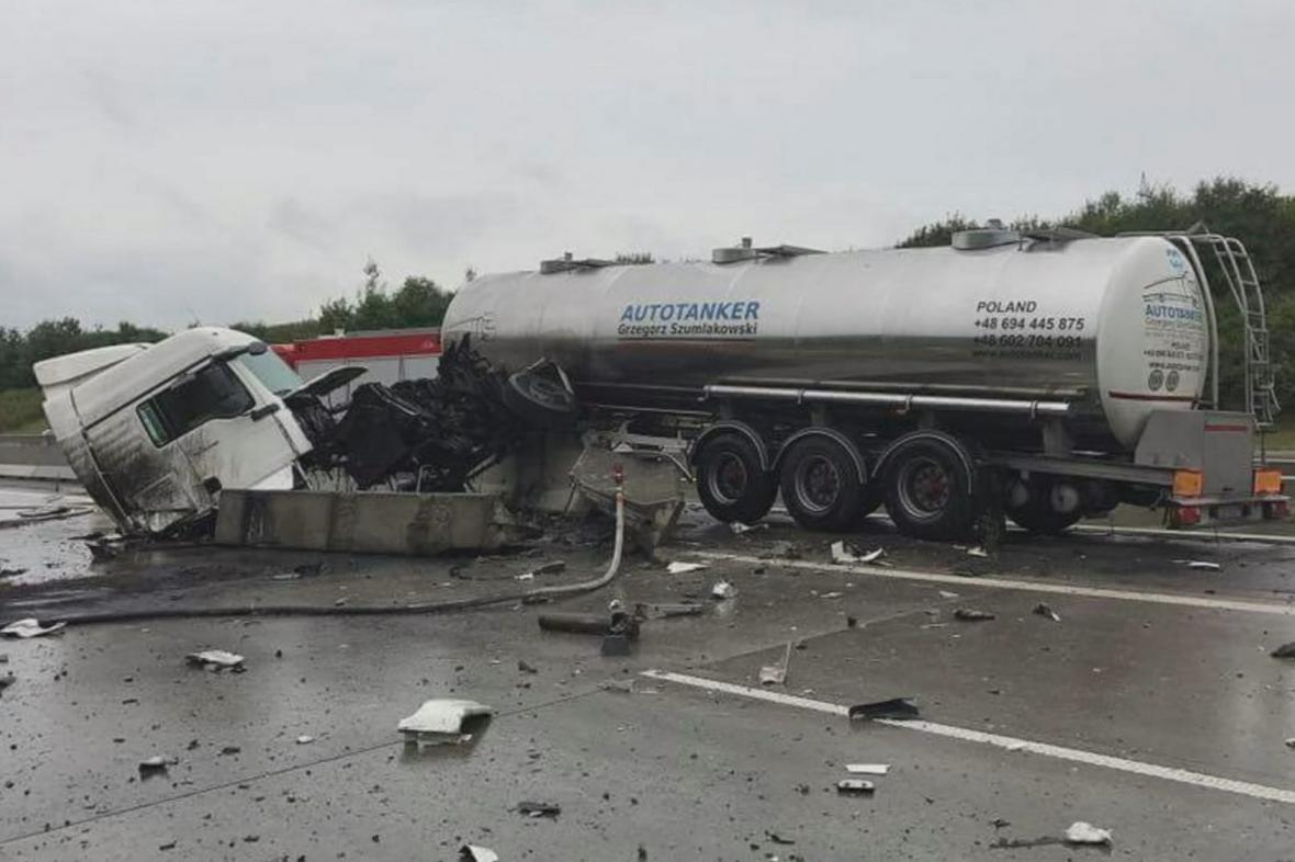 Nehoda cisterny na D1