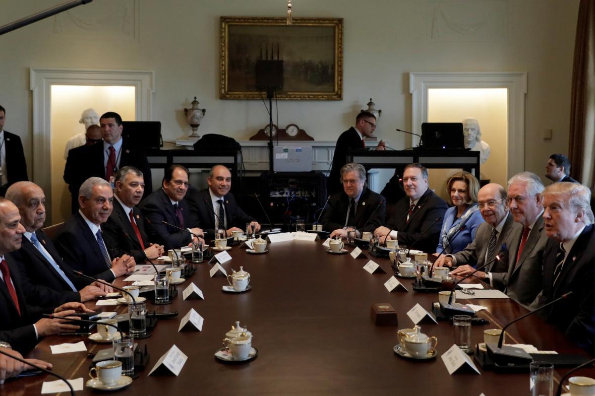 Egyptská a americká delegace při jednání v Bílém domě