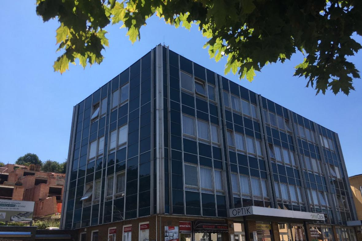 Budova městského úřadu v Luhačovicích má azbest v plášti