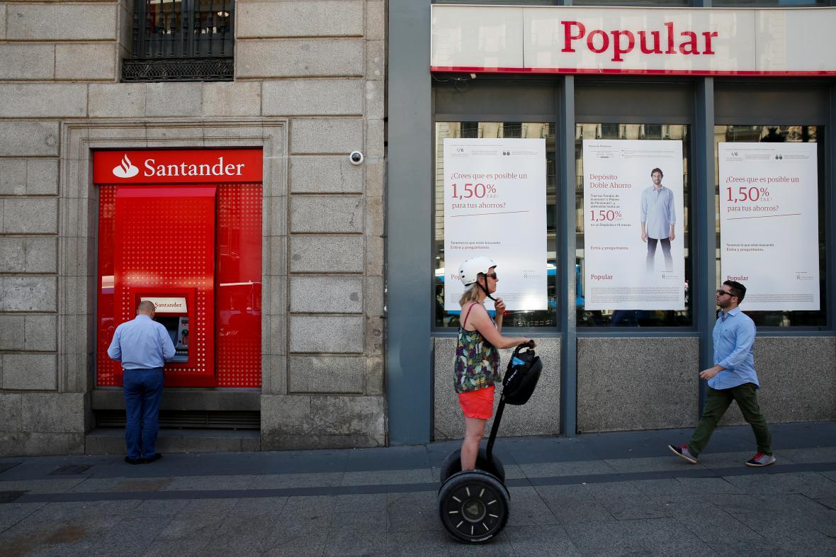 Santander letos zachraňoval svého konkurenta Banco Popular.