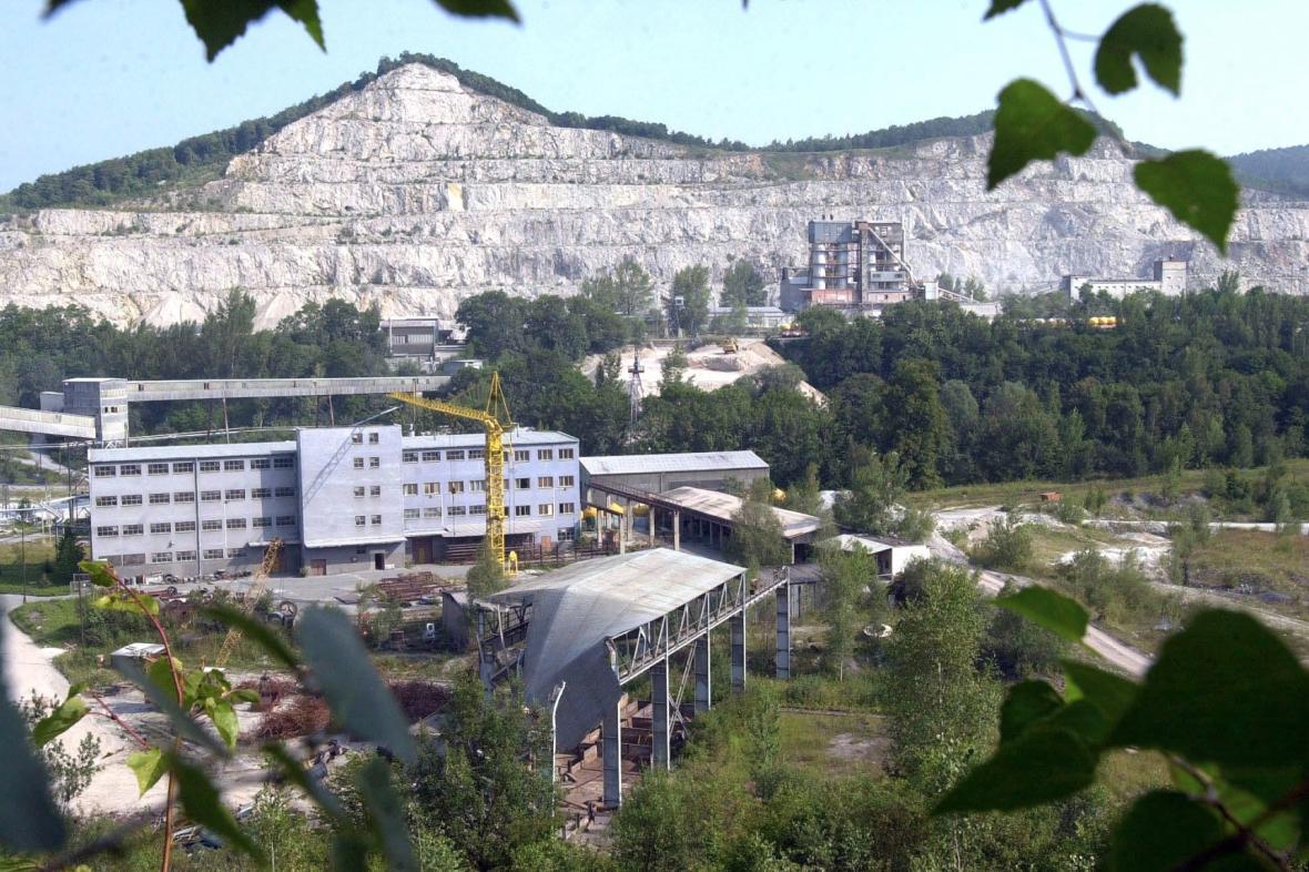 Pohled na vápencový lom ve Štramberku