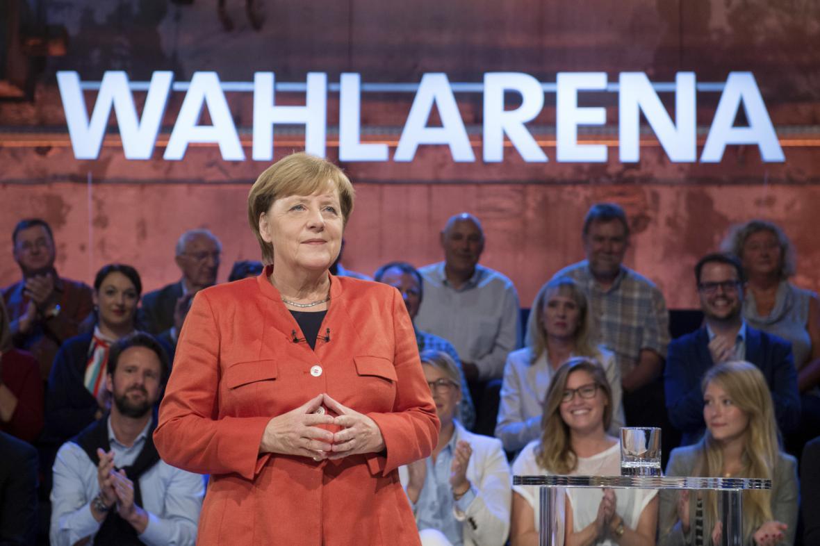 Angela Merkelová ve volební aréně v Lübecku
