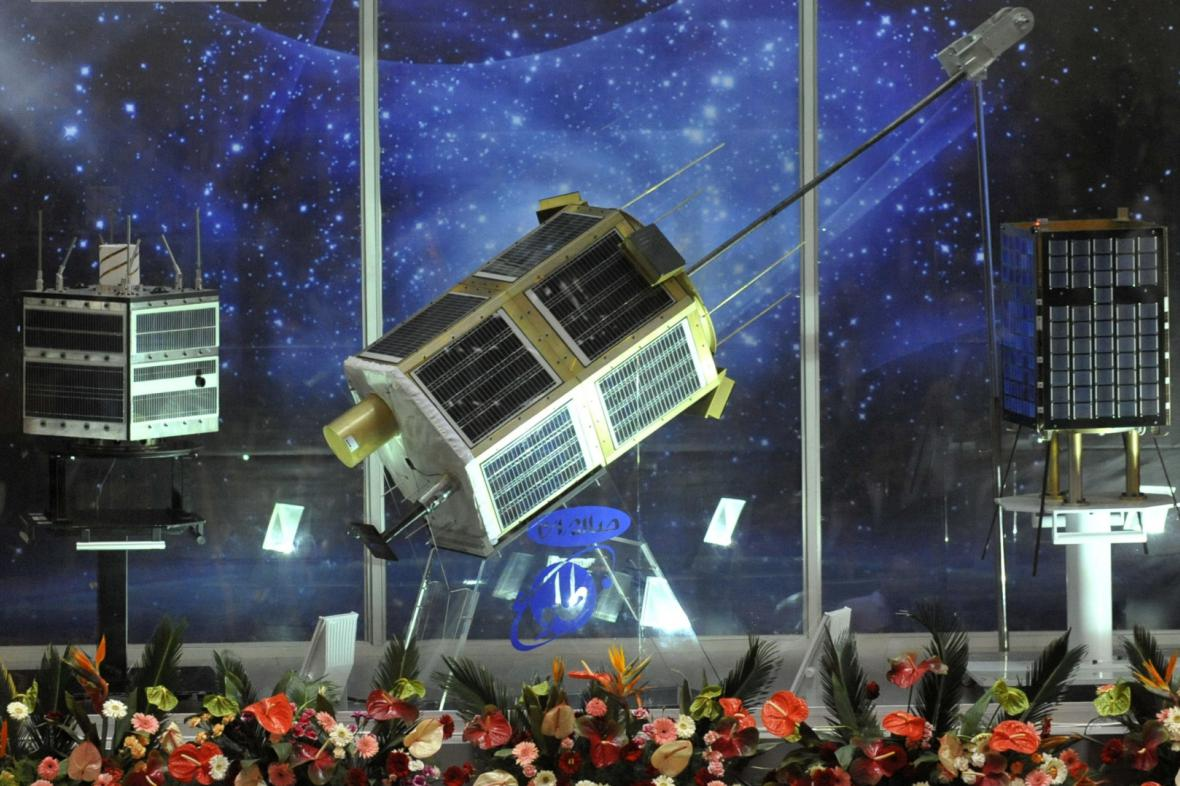 Íránské satelity Navid, Tolo a Mesbah-2