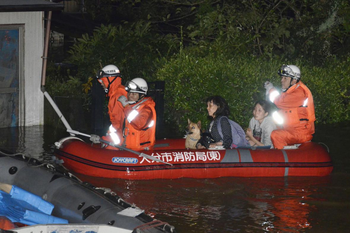 Evakuace obyvatel japonského města Oita