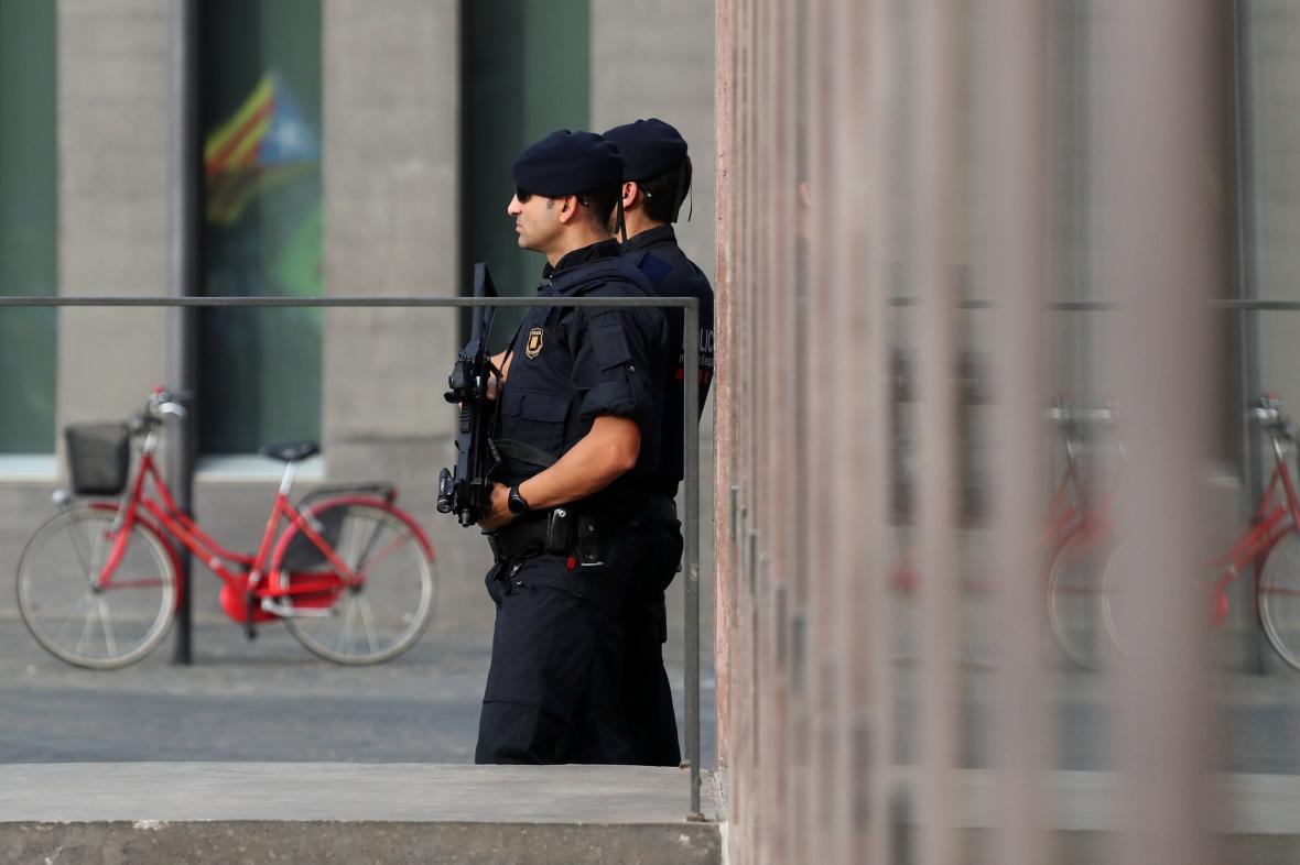 Katalánská policie v centru Barcelony