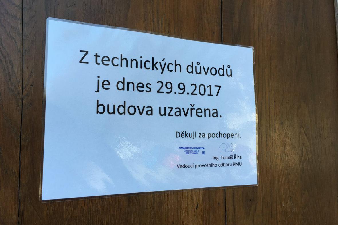 Rektorát Masarykovy univerzity zůstal dnes uzavřený