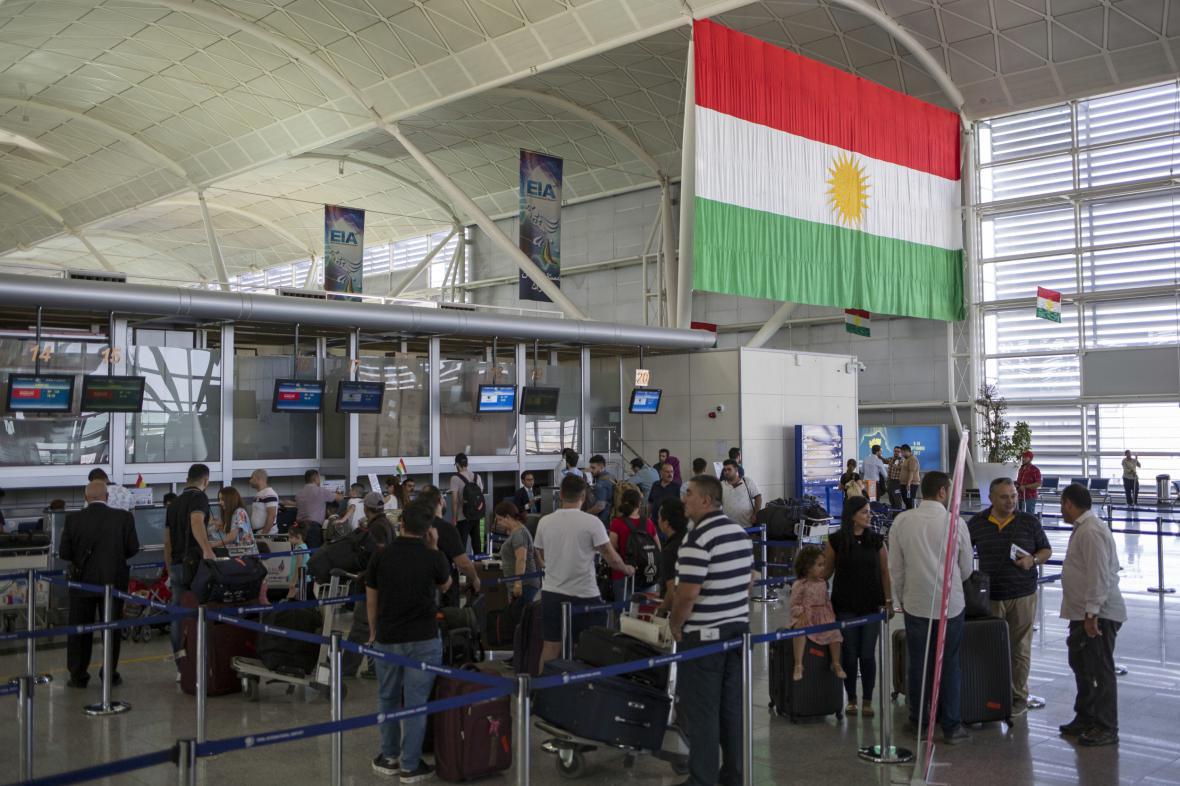 Fronty na mezinárodním letišti v Irbílu
