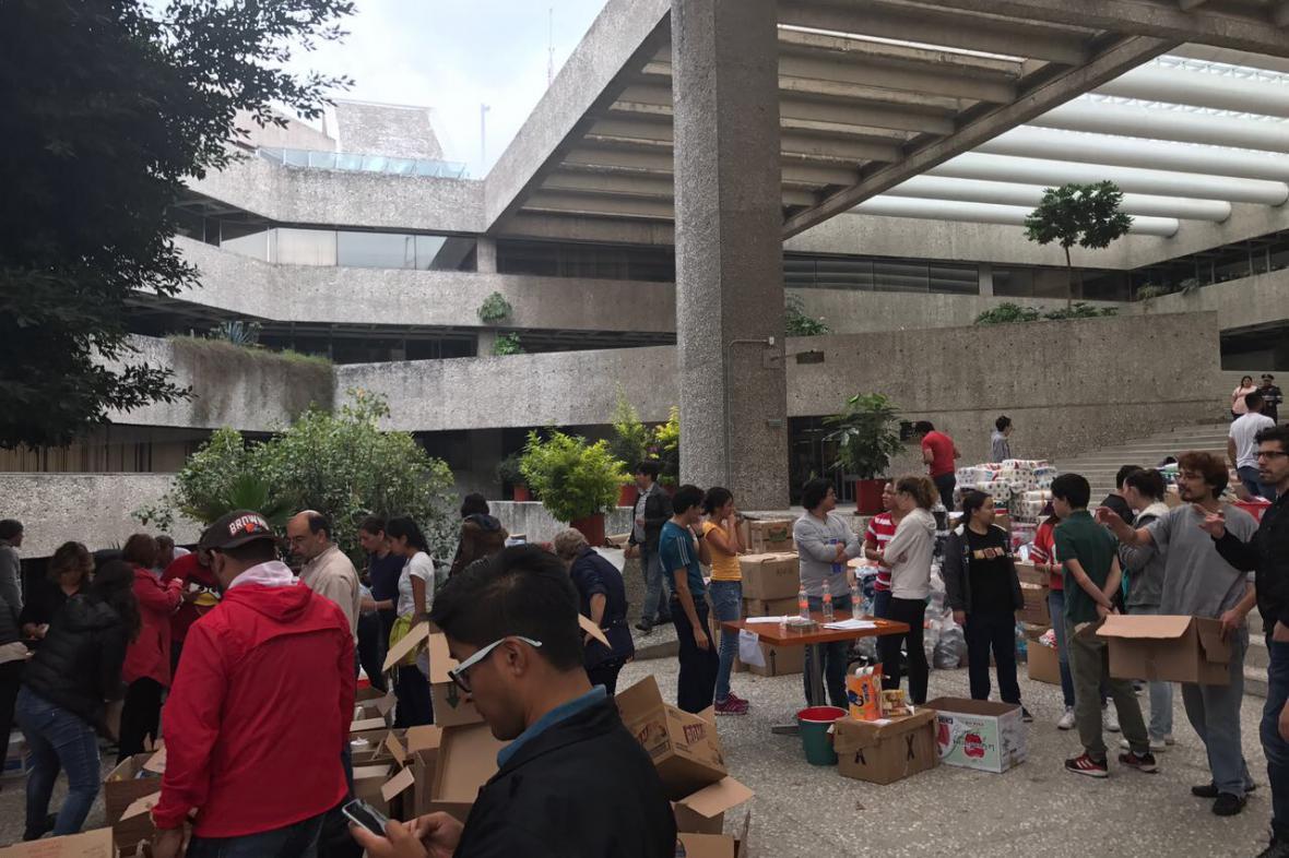 Pomoc obětem zemětřesení v Mexiku