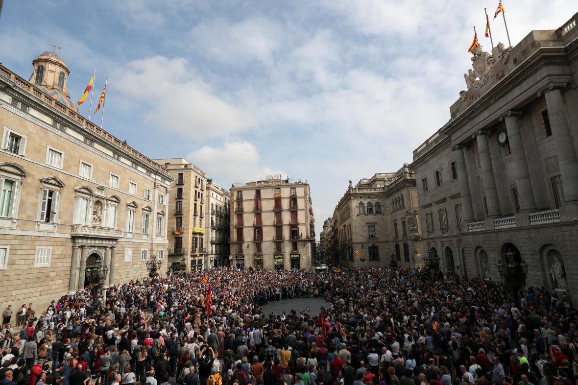 Den po referendu se v Barceloně protestuje