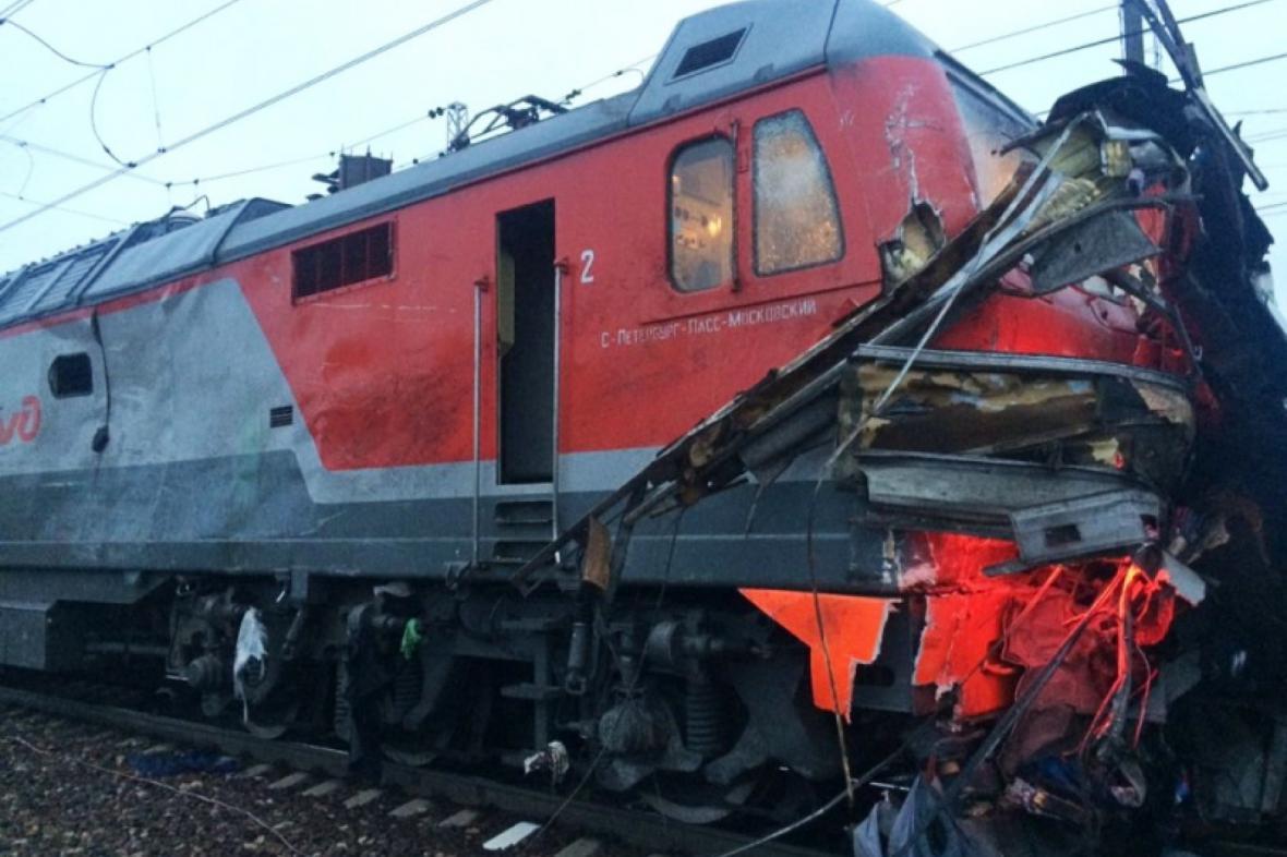 Srážka vlaku s autobusem nedaleko Moskvy