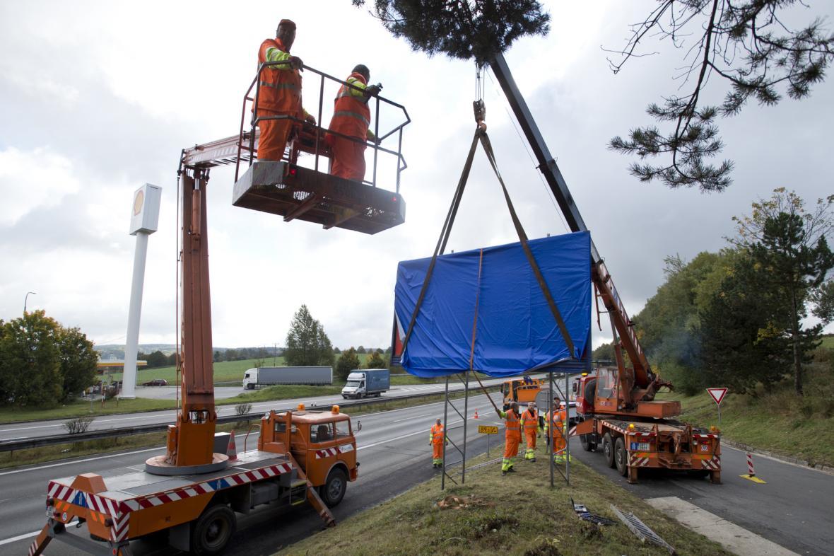 Odstraňování nelegálního billboardu