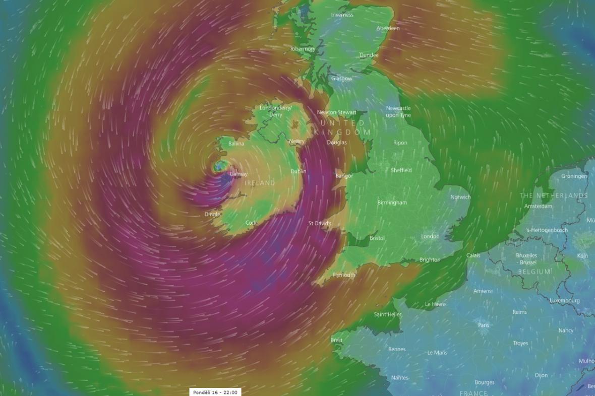 Podle projekcí by měla Ophelia zasáhnout Irsko v pondělí